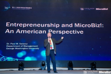 photo - Dr. Paul Swiercz at the 2019 Microbiz! Conference in Shanghai