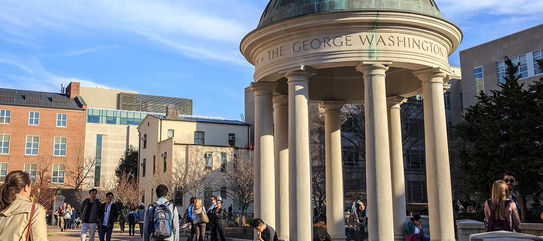 photo - GW students in Kogan Plaza during fall